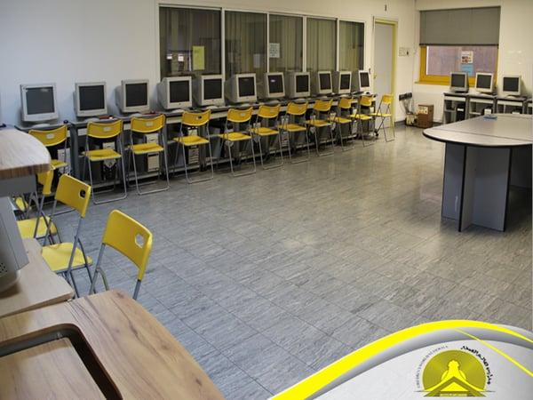 مدارس عالم الصغار - معامل الحاسب الالى